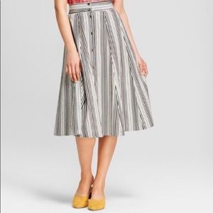 Universal thread black and white striped skirt